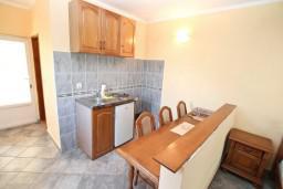 Кухня. Черногория, Столив : Студия с балконом с шикарным видом на залив, возле пляжа
