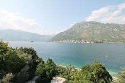 Вид на море. Черногория, Столив : Студия с балконом с шикарным видом на залив, возле пляжа