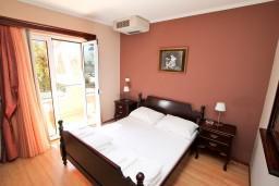 Спальня. Черногория, Котор : Апартамент в Которе с отдельной спальней в 50 метрах от моря