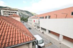 Вид. Черногория, Котор : Апартамент с отдельной спальней, с балконом, 50 метров до моря