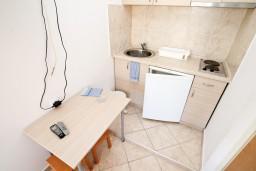 Кухня. Черногория, Столив : Студия с террасой с видом на залив, возле моря