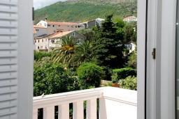Балкон. Черногория, Рафаиловичи : Апартаменты на 7 персон, 2 отдельные спальни, 30 метров от пляжа