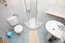 Ванная комната. Черногория, Утеха : Большой апартамент для 4-6 человек, 2 отдельные спальни, с балконом с шикарным видом на море