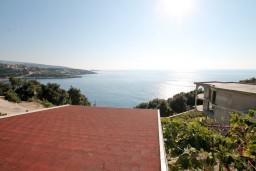 Вид на море. Черногория, Утеха : Дом с 2-мя отдельными спальнями, с террасой с шикарным видом на море, 80 метров до пляжа