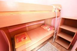 Спальня 2. Черногория, Утеха : Уютный домик с 2-мя отдельными спальнями, с террасой с видом на сад в 100 метрах от моря