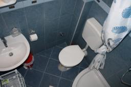 Ванная комната. Черногория, Игало : Апартамент на 3 этаже с двумя спальнями для 4-х человек
