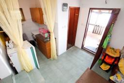 Гостиная. Черногория, Утеха : Домик с 2-мя отдельными спальнями, с террасой с шикарным видом на море, 80 метров до пляжа