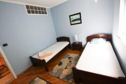 Спальня. Черногория, Бар : Апартамент для 4-6 человек, 2 отдельные спальни