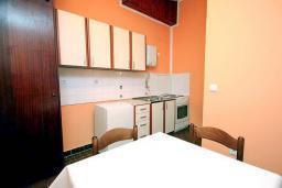 Кухня. Черногория, Бар : Студия в центре Бара в 150 метрах от моря
