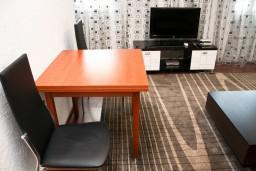 Гостиная. Черногория, Бар : Апартамент для 4-6 человек, 2 отдельные спальни, 50 метров до пляжа