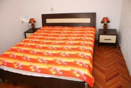 Спальня. Черногория, Бар : Апартамент для 4-6 человек, 2 отдельные спальни, 50 метров до пляжа