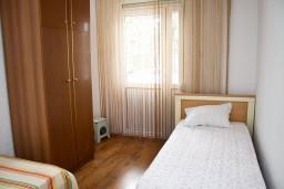Спальня 2. Черногория, Бар : Апартамент для 4-6 человек, 2 отдельные спальни, 50 метров до пляжа