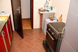 Кухня. Черногория, Бар : Апартамент для 5-6 человек, 3 отдельные спальни