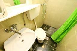 Ванная комната. Черногория, Шушань : Комфортная четырёхместная студия на первом этаже
