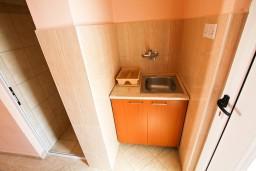 Кухня. Черногория, Шушань : Студия в 400 метрах от моря