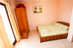 Студия (гостиная+кухня). Черногория, Шушань : Студия в Шушане в 400 метрах от моря
