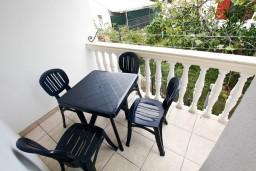 Балкон. Черногория, Шушань : Апартамент с отдельной спальней в 300 метрах от моря