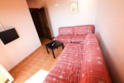 Спальня. Черногория, Шушань : Апартамент для 5-7 человек, 2 отдельные спальни, с балконом с шикарным видом на море