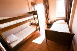 Спальня 2. Черногория, Шушань : Апартамент для 5-7 человек, 2 отдельные спальни, с балконом с шикарным видом на море