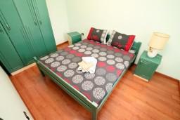 Спальня. Черногория, Шушань : Апартамент для 2-4 человек, с отдельной спальней, ванная комната с джакузи