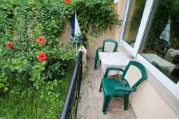 Балкон. Черногория, Шушань : Апартамент для 2-4 человек, с отдельной спальней, ванная комната с джакузи