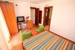 Студия (гостиная+кухня). Черногория, Шушань : Уютная студия в 50 метрах от пляжа