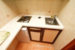Кухня. Черногория, Шушань : Уютная студия в 50 метрах от пляжа