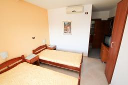 Студия (гостиная+кухня). Черногория, Шушань : Студия с балконом с видом на море, 50 метров до пляжа