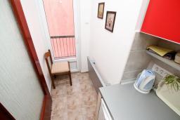 Кухня. Черногория, Шушань : Студия с балконом с видом на море, 50 метров до пляжа