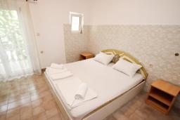 Спальня. Черногория, Шушань : Апартамент для 5-8 человек, 2 отдельные спальни