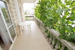 Балкон. Черногория, Шушань : Апартамент для 5-8 человек, 2 отдельные спальни