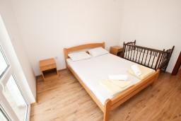 Спальня. Черногория, Шушань : Апартамент с отдельной спальней