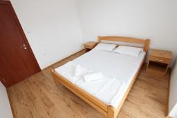 Спальня. Черногория, Шушань : Апартамент с отдельной спальней, с террасой с видом на море