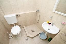Ванная комната. Черногория, Чань : Студия для 3 человек