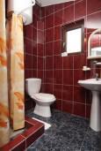 Ванная комната. Черногория, Сутоморе : Апартамент для 3-5 человек, с отдельной спальней