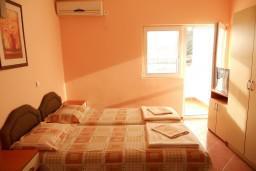 Черногория, Чань : Студия для 2 человек, с балконом с видом на море, 100 метров до пляжа