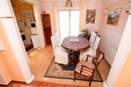 Гостиная. Черногория, Сутоморе : Роскошный апартамент для 9 человек, с большой гостиной и кухней, с 4-мя отдельными спальнями, с 2-мя ванными комнатами