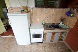 Кухня. Черногория, Бигова : Студия для 2-3 человек, с террасой с видом на море, 50 метров до пляжа