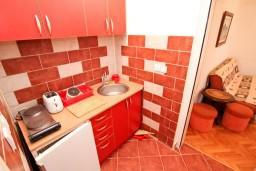 Кухня. Черногория, Бигова : Студия для 2 человек, 50 метров до моря