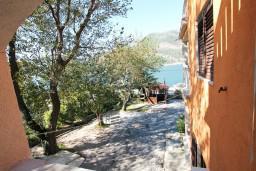 Вид на море. Черногория, Лепетане : Студия для 3 человек, с балконом с видом на море, 20 метров до пляжа