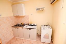 Кухня. Черногория, Лепетане : Студия для 2 человек, 20 метров до моря
