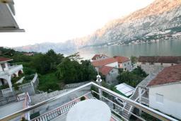 Вид на море. Черногория, Муо : Студия для 4 человек, с балконом с шикарным видом на море, 20 метров до пляжа