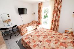 Студия (гостиная+кухня). Черногория, Лепетане : Студия для 3 человек, 20 метров до пляжа