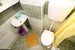 Ванная комната. Черногория, Лепетане : Студия для 3 человек, 20 метров до пляжа