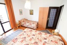 Студия (гостиная+кухня). Черногория, Лепетане : Студия с балконом с шикарным видом на море, 20 метров до пляжа