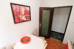 Кухня. Черногория, Лепетане : Студия с балконом с шикарным видом на море, 20 метров до пляжа