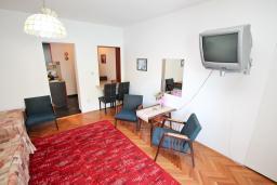 Студия (гостиная+кухня). Черногория, Лепетане : Студия для 4 человек, с балконом с шикарным видом на море, 20 метров до пляжа