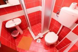 Ванная комната. Черногория, Лепетане : Комната для 2 человек, 20 метров до пляжа