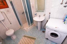 Ванная комната. Черногория, Лепетане : Большая студия для 2-4 человек, 20 метров до пляжа