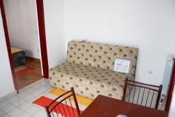 Гостиная. Черногория, Игало : Второй этаж виллы с 4-мя отдельными спальнями, с 3-мя ванными комнатами, вилла расположена на берегу песчаного (детского) пляжа в Игало.